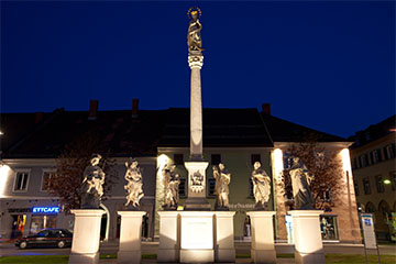 The Marian Column on the main square by night