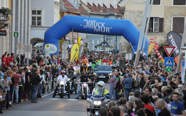 Start des Brucker Businesslauf beim Kornmesserhaus